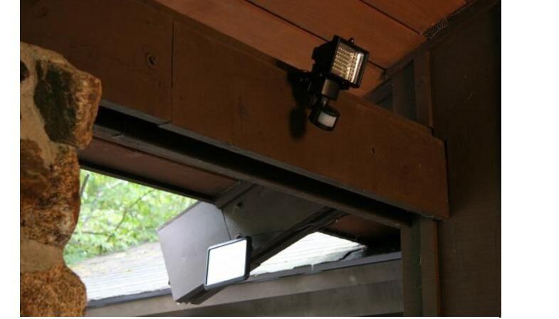 trasporto libero 60 LED Solar Floodlight lampade da parete esterni giardino illuminazione LED Flood Security Garden Proiettare Paesaggio Prato Luce