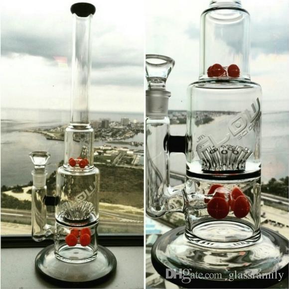bangs en verre avec engrenage et saupoudrer des pipes fumantes rouges