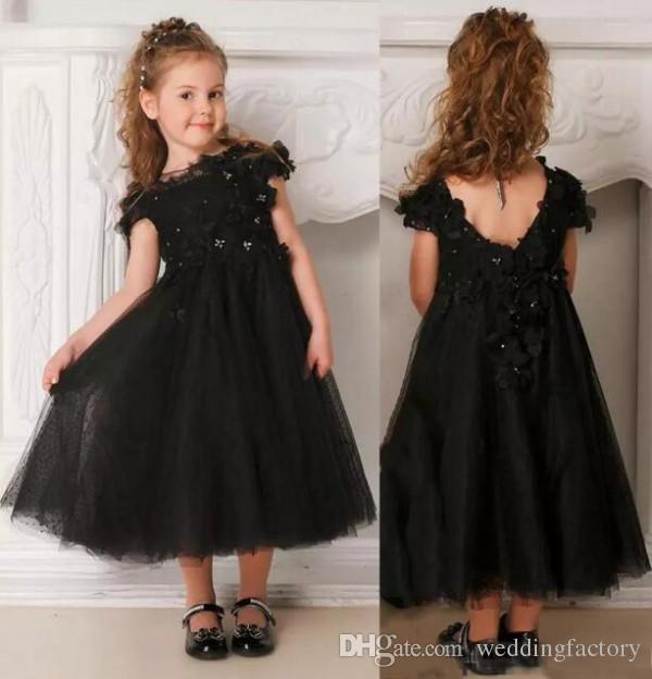 Vestido negro de niña de las flores con cuentas Apliques florales en 3d Flores Tulle Longitud del té Vestido de niña de las flores para boda gótica