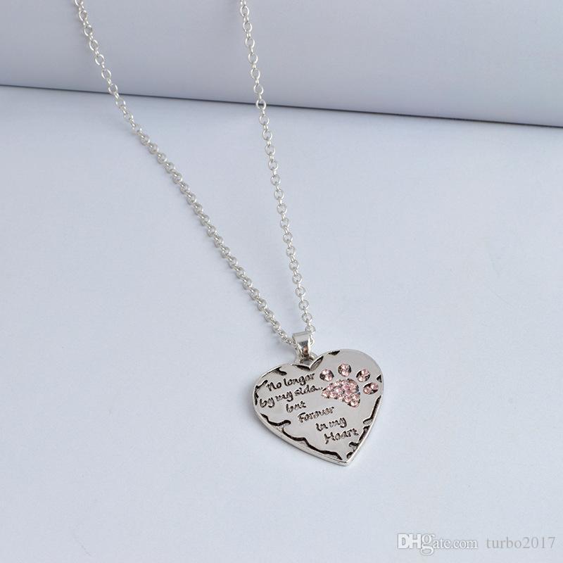 Paw Print Tag Colgante de corazón Ya no está a mi lado sino para siempre en mi corazón Collares con letras de corazón Colgantes de aleación