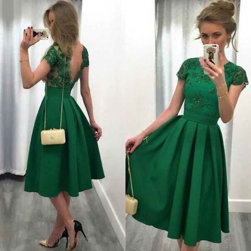 Satın Al 2017 Zümrüt Yeşil Düğün Konuk Elbise A Hattı Jewel Boyun Illusion  Backless Diz Boyu Nedime Elbiseler Ile Kısa Kollu Custom Made 49667de83662