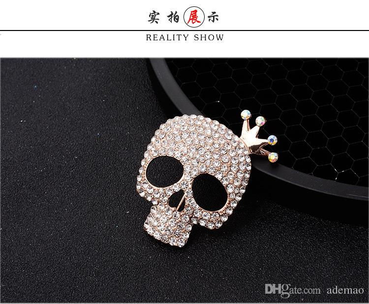 In 2017 the new high-grade brooch Creative personality skeleton crown fashion men suits ornaments