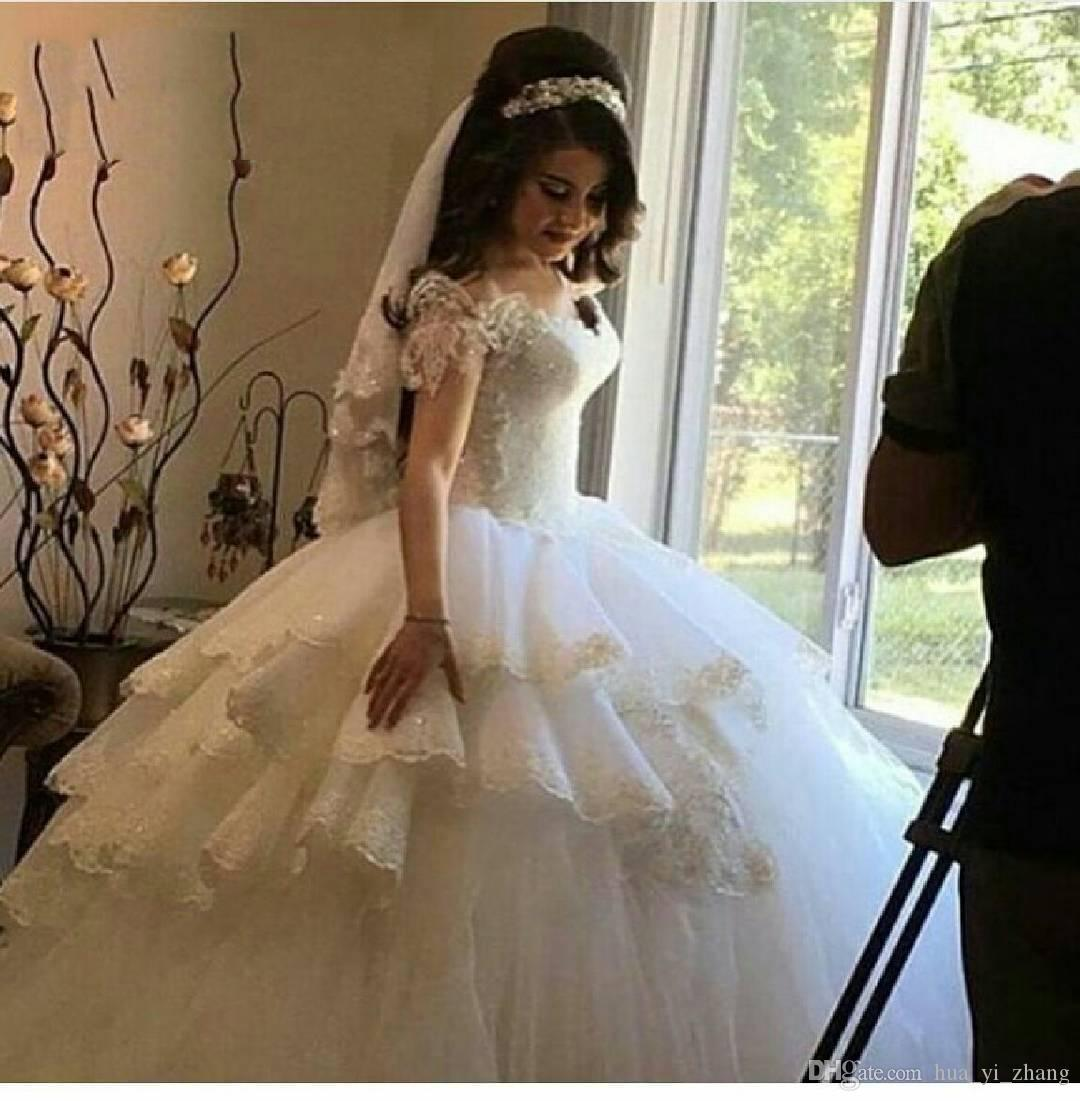 Saudi Arabic Wedding Dresses 2017 New Style Ball Gown Off the Shoulder Lace Appliques Layered Skirt Vintage Bridal Gowns