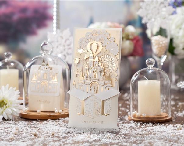 Cartes d'invitation de mariage créatives personnalisables cartes d'invitation imprimables de fête de mariage de château rouge or creuse avec l'enveloppe scellée