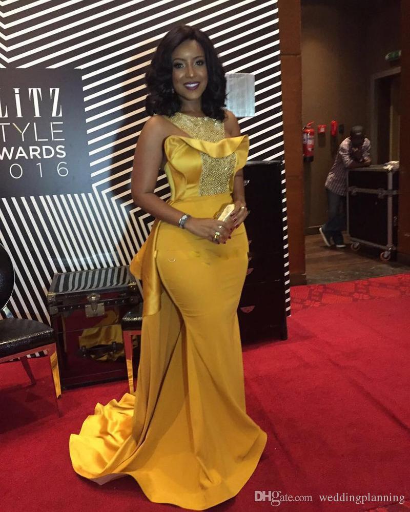 Plus Size Sexy Mermaid 2017 Prom Kleider African Scoop Neck Kristall Perlen Satin Celebrity Kleider Frauen Dusty Yellow Abendkleider
