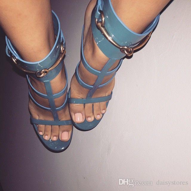 Gold Metal Knöchel-Verpackungs-Dame-Kleid-Absatz-Sandelholz-Summer Open Toe Leder Designer Frau Pumps Schuhe Riemchen Stilett-Schuhe