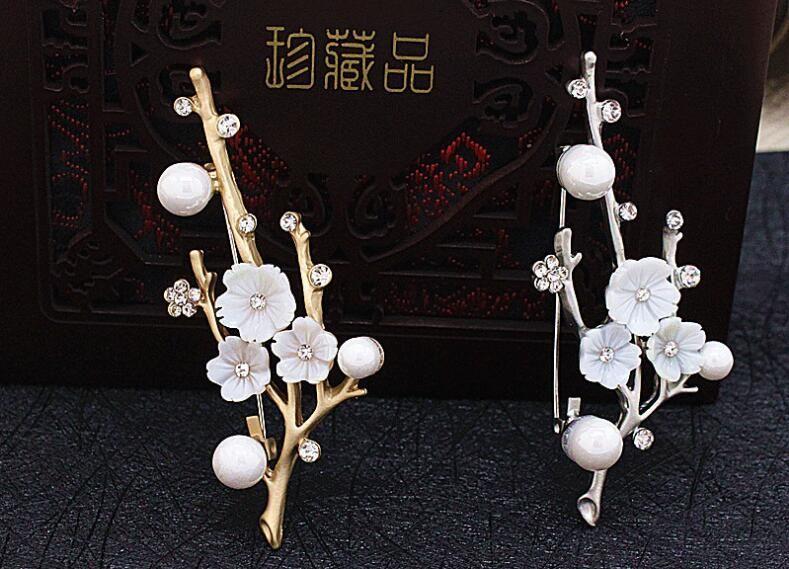 Die Pflaumenblüte Muschelkernperlen Broschen für Frauen Blumen Stifte Schals Schnalle