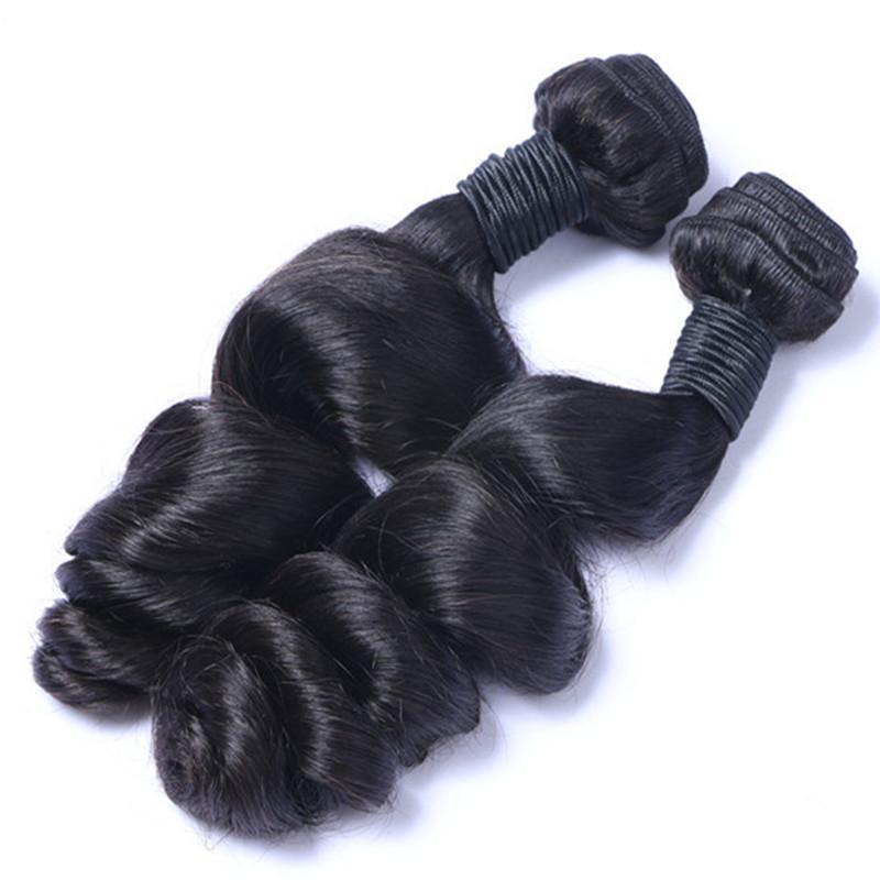 I capelli umani vergini brasiliani tezzano i pacchetti non trasformati brasiliani peruviani indiani indiani maschiasidiani estensioni dei capelli allentati naturali nero
