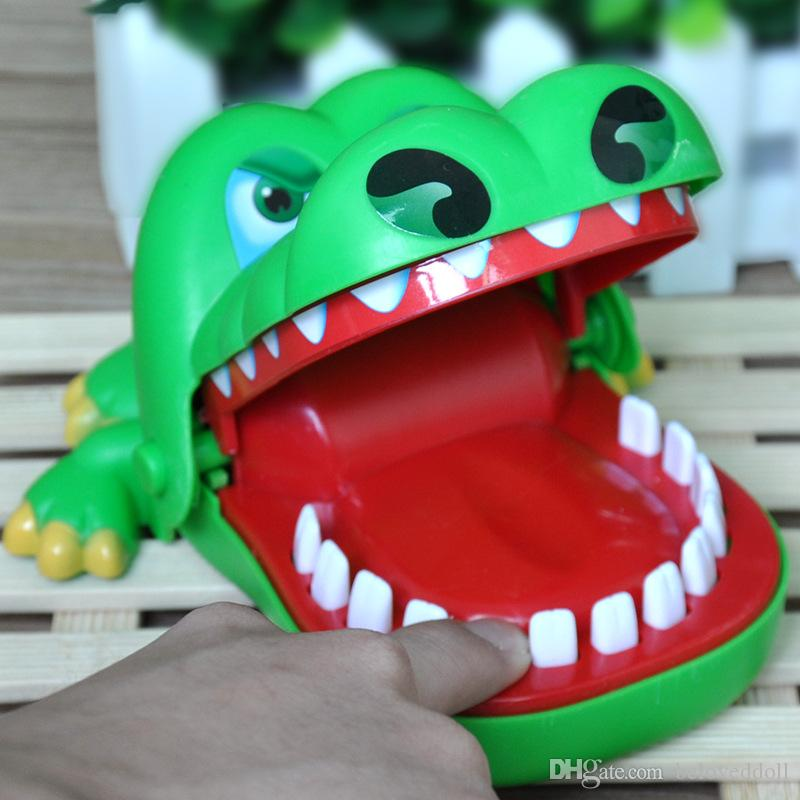 15.5CM*12.5CM Alligator finger toys Biting toys Crocodile Dentist Toys Interactive Desktop Game Disco KTV Party Tricky Creative Gift