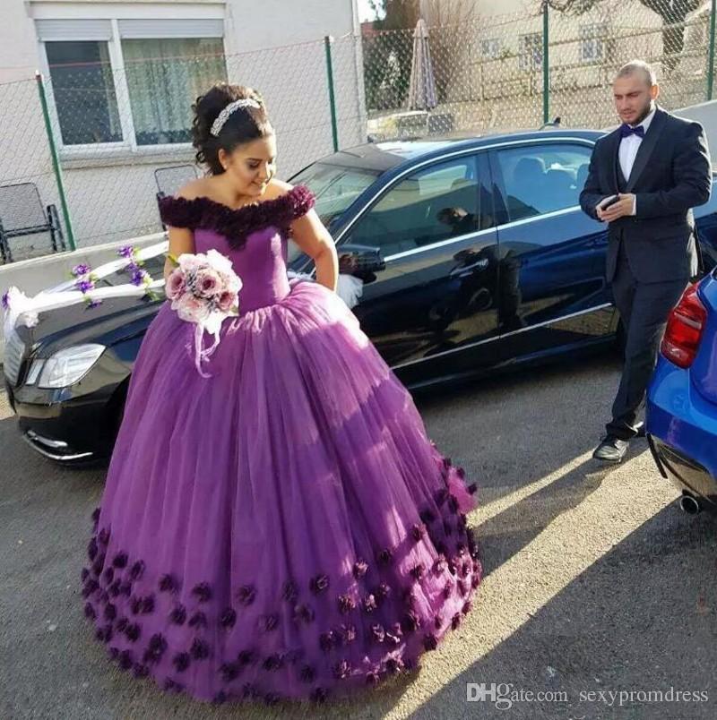Gorgeous Purple Off The Shoulder vestidos de novia 2017-2018 flores hechas a mano con cordones en la espalda Vestidos de boda por encargo