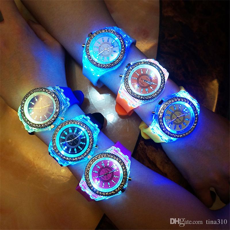 De haute qualité Nouvel écran intelligent tactile concepteur créatif Led clignotant Sport Montres Hommes Montres-bracelets IC700