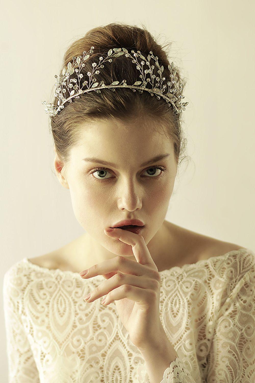 2018 Wedding Dresses Hair Accessories Korea Shining Wedding Bridal Crystal  Veil Tiara Crown Headband Hair Accessories For Party CPA908 Bridal  Headpiece ... b5d9de6986b