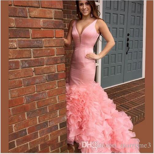 2017 Sereia Prom Vestido Com Decote Em V Rosa Vestidos de Baile À Mão Ruffles Backless Prom Vestidos de Noite Plus Size Moda