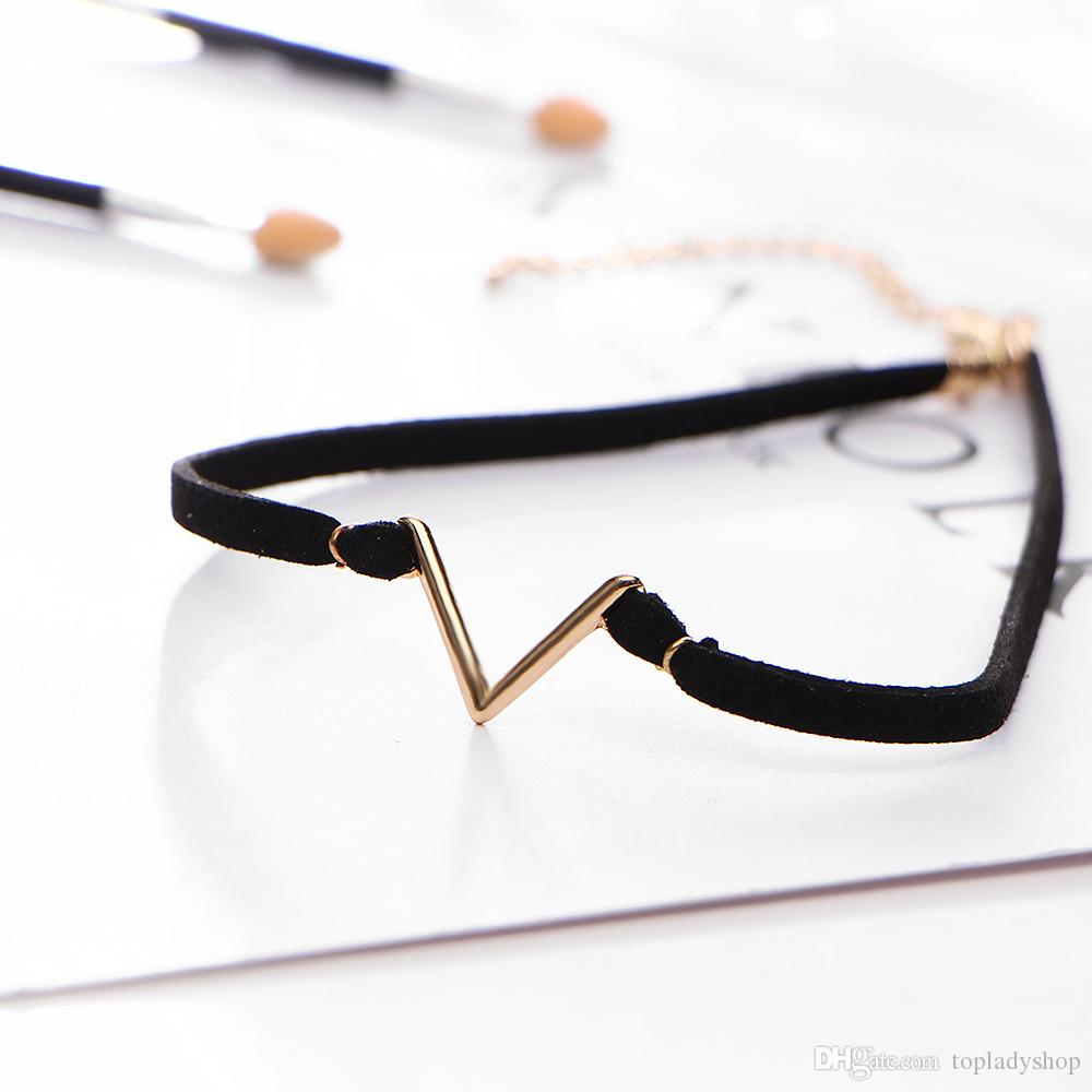 Collier en cuir de mode en forme de V court paragraphe accessoires femmes élément de style simple accessoires collier en flanelle