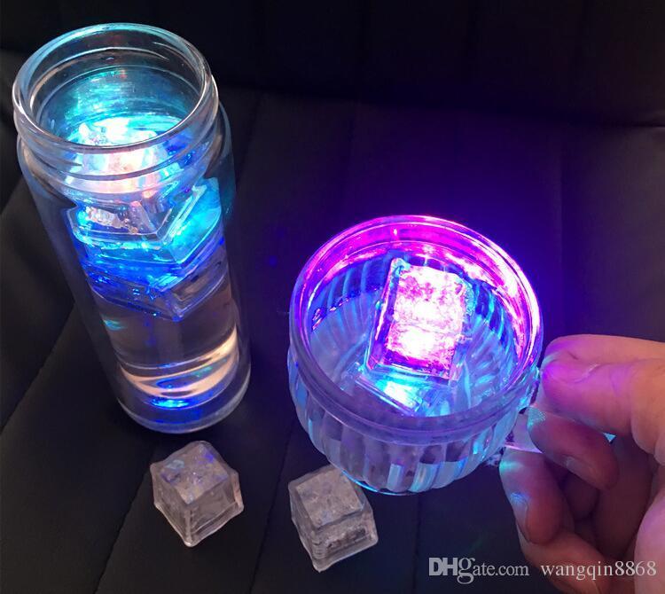 Luzes led Polychrome Flash Ice Sensor de Líquido Glowing Cubo de Gelo Luzes Submersíveis Decoração Light Up Bar Clube Festa de Casamento