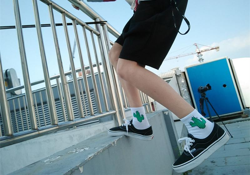 Nuovi UominiCalze quotidiane Harajuku Corea Cotone giapponese Gattino Fiamma Ulzzang Calzini Uomo Cactus cinese Pistola Shark Alien Lovers Socks