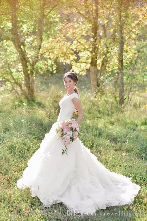 컨트리 스타일 웨딩 드레스 특종 Neckline 짧은 소매 A-Line Bridal 가운 Tiered Ruffle Back 지퍼 간단한 사용자 정의 만든 웨딩 가운