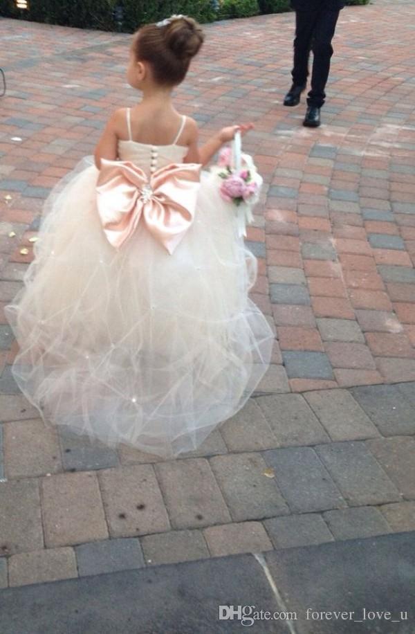 Pageant Kleider für Mädchen Spaghetti Ärmellos Blumenmädchenkleider Weiß Elfenbein Champagner Kinder Ballkleider Hochzeitskleid Schärpe Friesen Gürtel