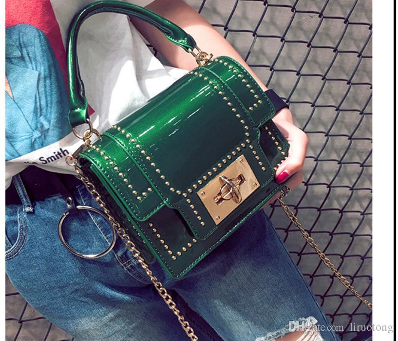 Новый 2017 Европейский и американский мода заклепки небольшой квадратный мешок цепи мешок рука коносамент сумка