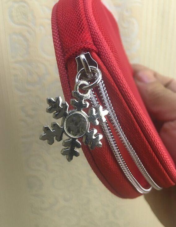 2 pçs / lote NEW C moda Malha Vermelha em torno da forma do floco de neve zipper bag famosa beleza cosméticos caso organizador de maquiagem de luxo contador presente VIP