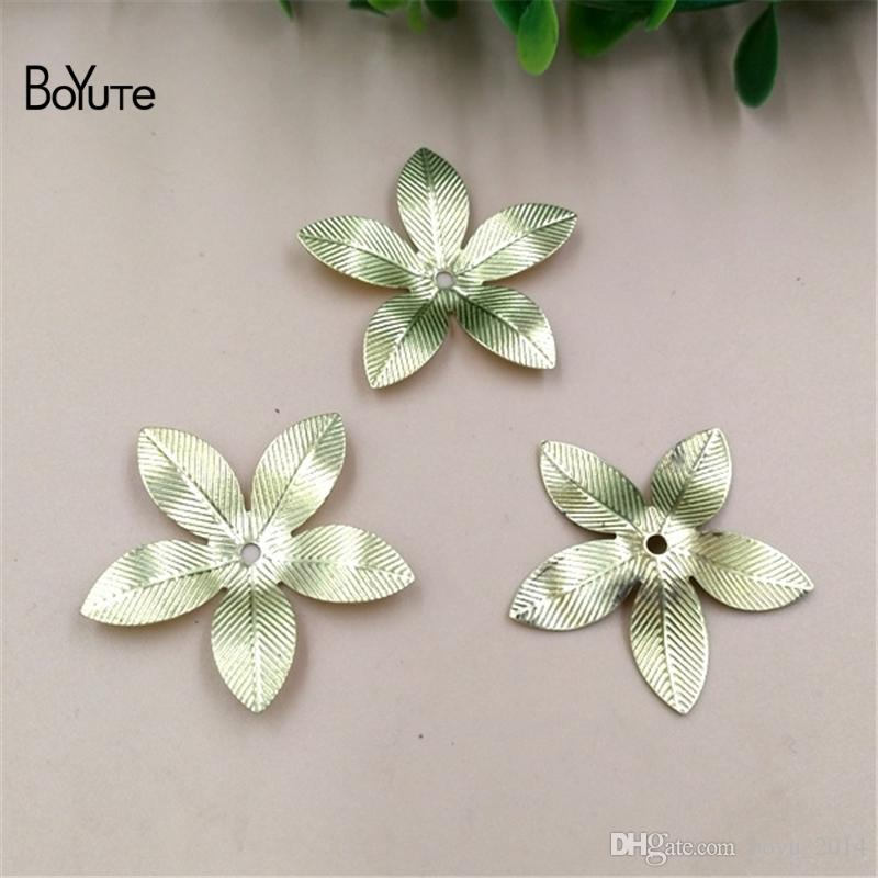 BoYuTe 50 قطعة / قطعة 26mm hot sale Metal Prass Antique Bronze Flower Charms for DIY Jeweler Making