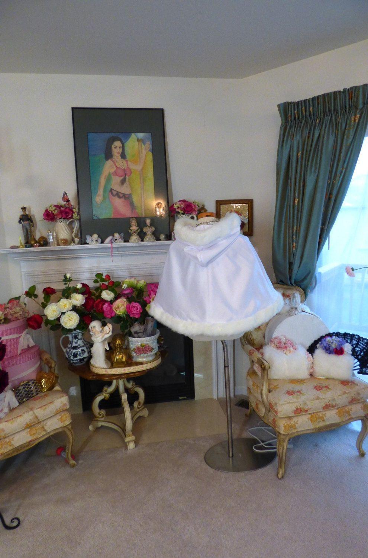 Mini Snow Princess Bridal Cape 2017 Waist length with Hat Powder Blue / White Satin Short Bridesmaid Cloaks with Faux Fur Custom Made