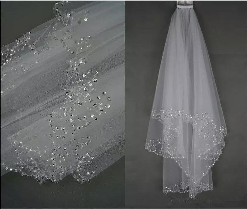 Venta caliente blanco / marfil velo de novia de boda dos capas lentejuelas hechas a mano con cuentas borde nupcial accesorios velo de pelo con peine