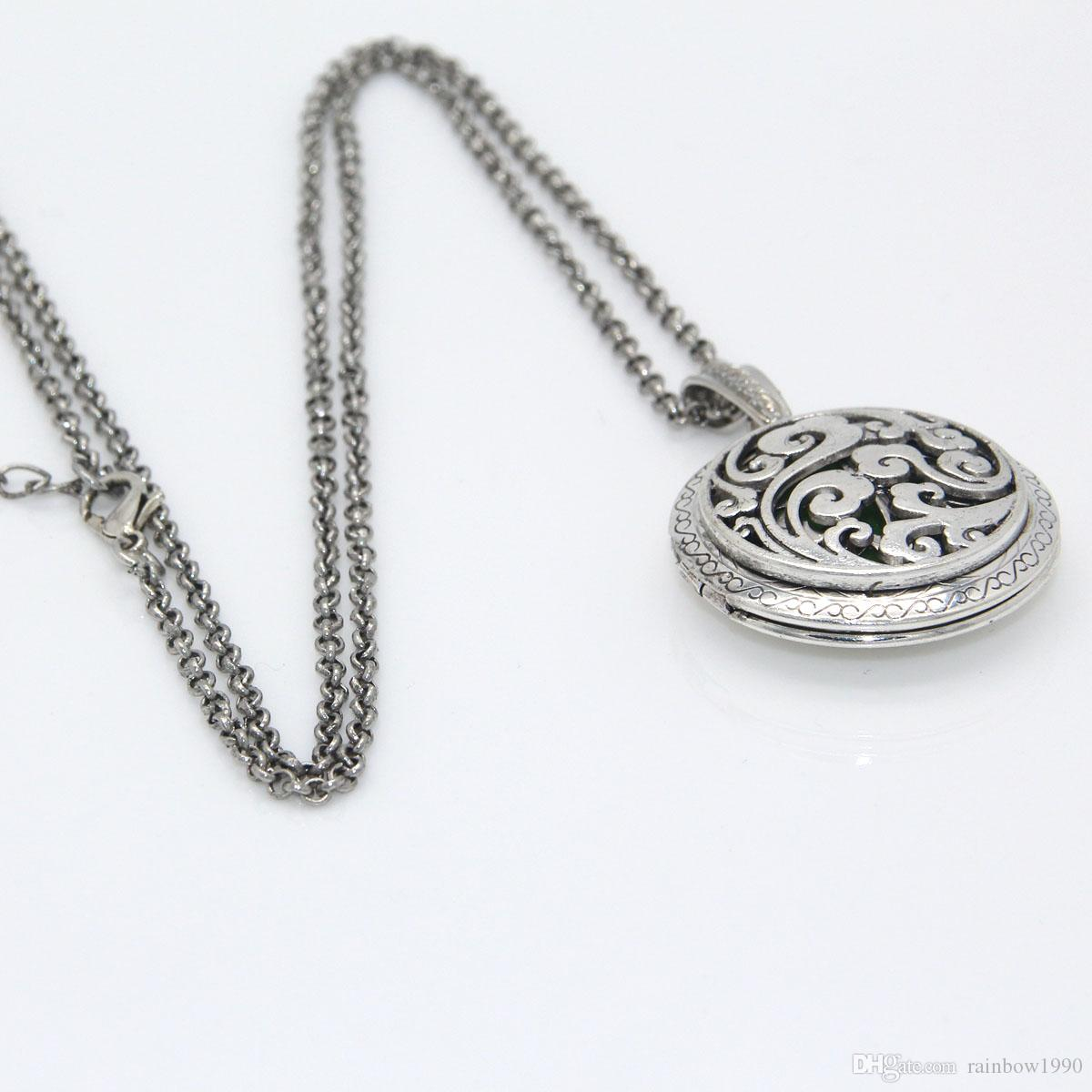 Antique Silver Auspicious Clouds Round Floating Photo Locket Necklace Aromatherapy Essential Oil Diffuser Jewelry Free 7 Refill Pads