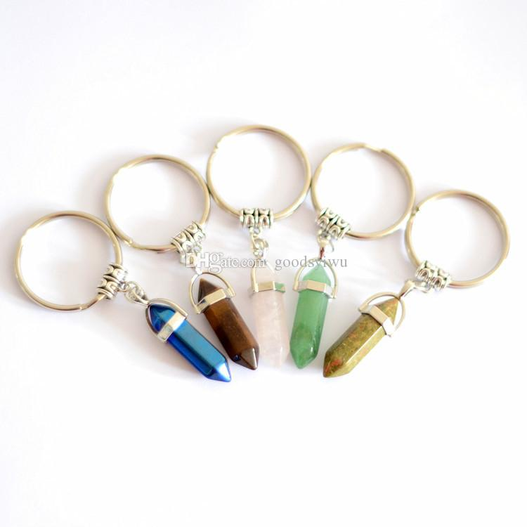 24 Farben Hexagon Prism Naturstein-Anhänger Schlüsselanhänger Punkt Chakra Healing Kugel-Form-Kristallschlüsselanhänger Schmuck für Frauen Männer