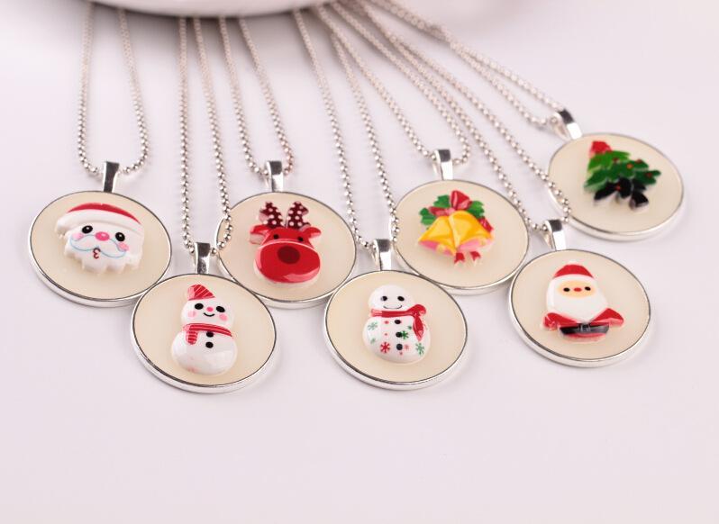 2017 nova moda série de natal luminosa pingente de colar bonito dos desenhos animados boneco de neve brilho colar para mulheres chirdren jóias acessórios