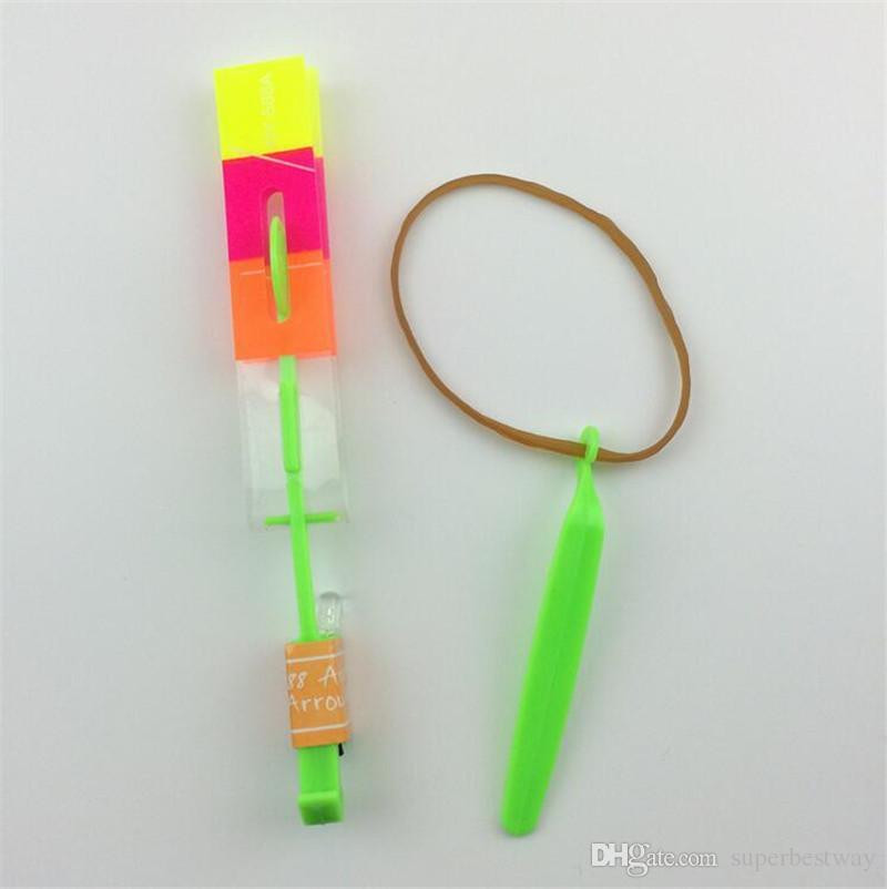 Novidade Crianças Brinquedos Incrível LED Flying Arrow Helicóptero para Esportes Engraçado Slingshot suprimentos de festa de aniversário Presente de Crianças OTH058