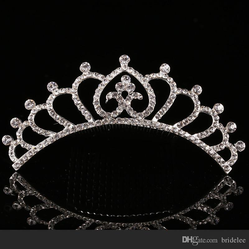 2021 Trendy 10 Stilleri Ucuz Shining Rhinestone Taç Kız 'Gelin Tiaras Moda Taçlar Gelin Aksesuarları için Düğün Etkinliği