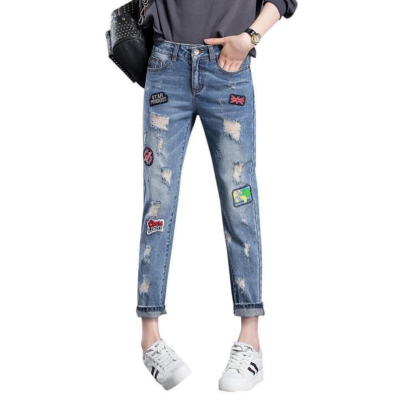 Acquista All ingrosso 2017 Moda Jeans Strappati Donna Fori Denim Pantaloni  Patch Ricamati Pantaloni Mendicante Pantaloni Le Donne Jeans Femminili  Allentati ... 4aab806f9fe