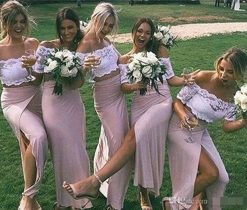 Chic deux pièces de demoiselle d'honneur en dentelle rose avec des manches courtes à fente latérale Sexy occasion robes formelles de demoiselle d'honneur en satin stretch des
