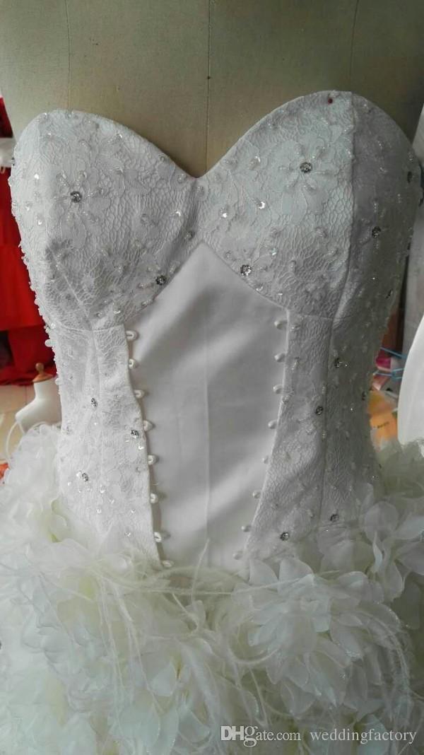 Högkvalitativ riktig bild hög lågt bröllopsklänning lyxfjäder brudklänningar pärlor paljetter kristaller spets topp handgjorda blommor dragkedja tillbaka