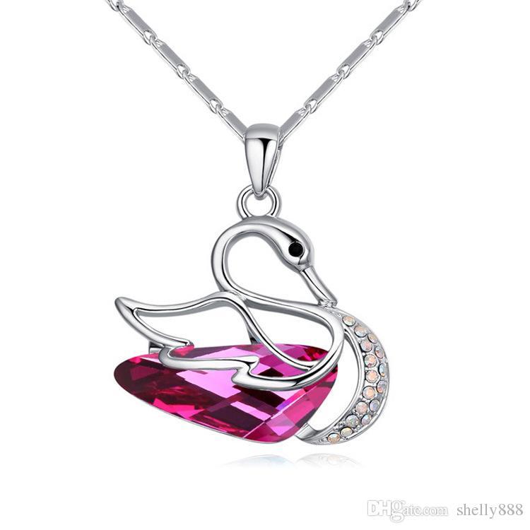 Ciondolo high-end di fantasia Swan con collana di cristalli di bellezza rossa SWAROVSKI, ornamenti il vento in Europa e America HX089