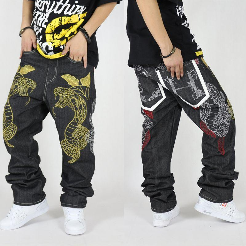 Compre Pantalones Vaqueros Al Por Mayor Hiphop Masculino Hot Selling  Pantalones De Mezclilla Sueltos Personalidad Serpiente Bordado Pantalones  Largos Rectas ... 723171d8b06