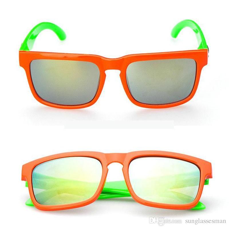 Wholesale Retro Cheap Plastic Sunglasses for Kids Hot Brand Designer Cute Baby Beach Sun Glasses in Pink Green for Boys and Girls Sale China
