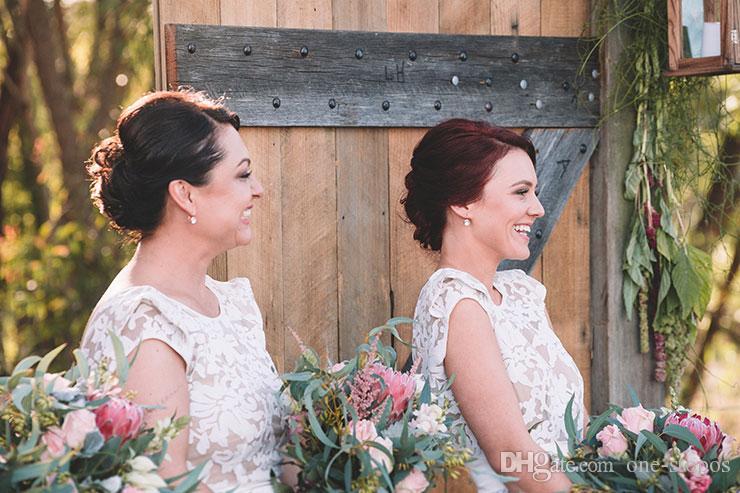 Alta Baixa Rendas País Da Dama de Honra Vestidos 2017 Jewel Neckline Cap Mangas Chá Comprimento do Convidado Do Casamento Vestidos Formais Maid of Honor Vestido