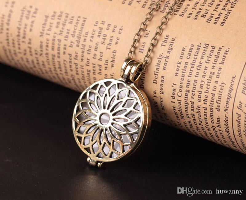 Luminous Halskette Halsketten Heißer Verkauf Hollowed Blumen Anhänger Silber Kette Halsketten Für Frauen Mädchen Modeschmuck Großhandel 0597WH