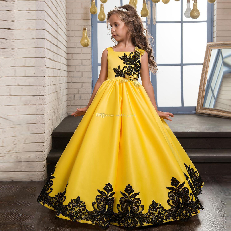 3f092bc4c09 Compre Vestidos Para Niñas Vestidos De Satén Amarillo Encaje Negro Apliques  Arco Princesa Sweety Prom 2019 Vestidos De Flores De Oro Por Encargo A   97.69 ...