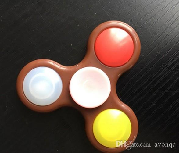 2017 LED Light Up Main Spinners Fidget Spinner Top Qualité Triangle Finger Spinning Top Coloré Décompression Doigts Astuce Tops Jouets BFFA219