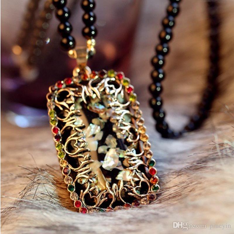 Einzelverkauf Art geschnitzte Blumen-natürliche Shells wulstige Halskette Retro- Artblauer Element lange Strickjackekette Anhängerhalskette Hip Hop-Schmucksachen NE611