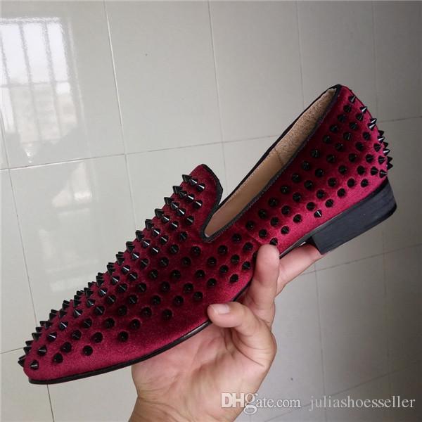 New Red Wine Velvet Black Spikes Mocassini Scarpe da uomo Smoking Slipper Shoes Flats Wedding Party Men Dress Shoes Taglia 38-46
