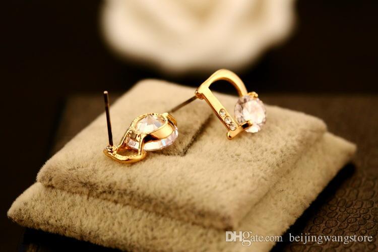 2017 Nouveau mode Zircon Asymétrique Boucles d'oreilles pour les femmes Lettre plaqué or 18 carats Marque bijoux de haute qualité