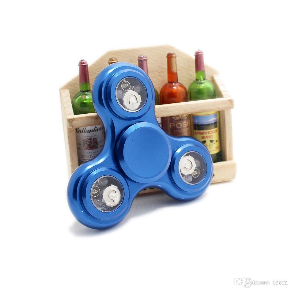 Led Light Hand Spinner Metal Fidget Fidget Finger FingerTip Gyro Tri-Spinner Iluminação Handspinner Brinquedos EDC Decompression Toy 6 Cores