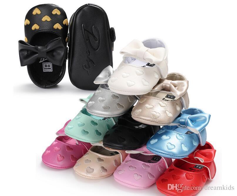 10 couleurs Main Fond Mou Fashion Beau Bébé Mocassin Nouveau-Né Chaussures en cuir PU Premiers Marcheurs livraison gratuite