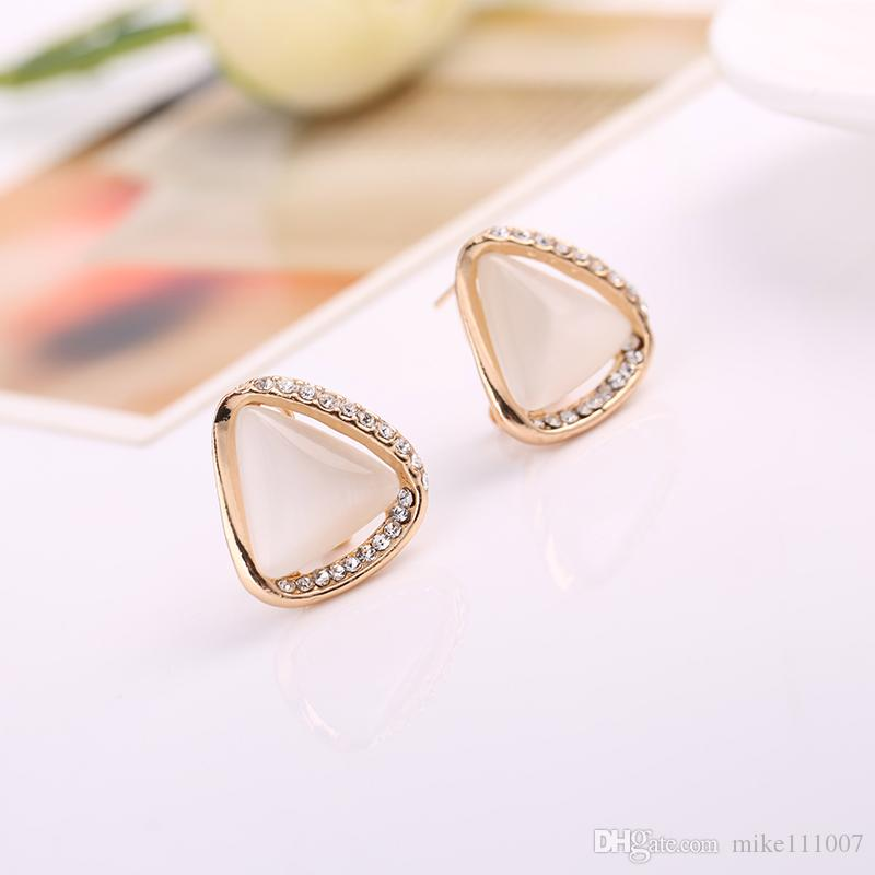 Pendant for fashion women Cat's Eye Necklace stud Earrings Two-piece Jewelry Set Upscale will not fade wholesale