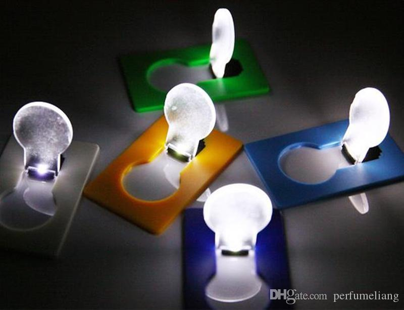 LED Lampe De Poche Lampe De Poche LED Lampe de Poche Briquets Portable Mini Lumière Mettre En Porte-monnaie Portefeuille D'urgence Portable Outil Extérieur En Gros JF-786