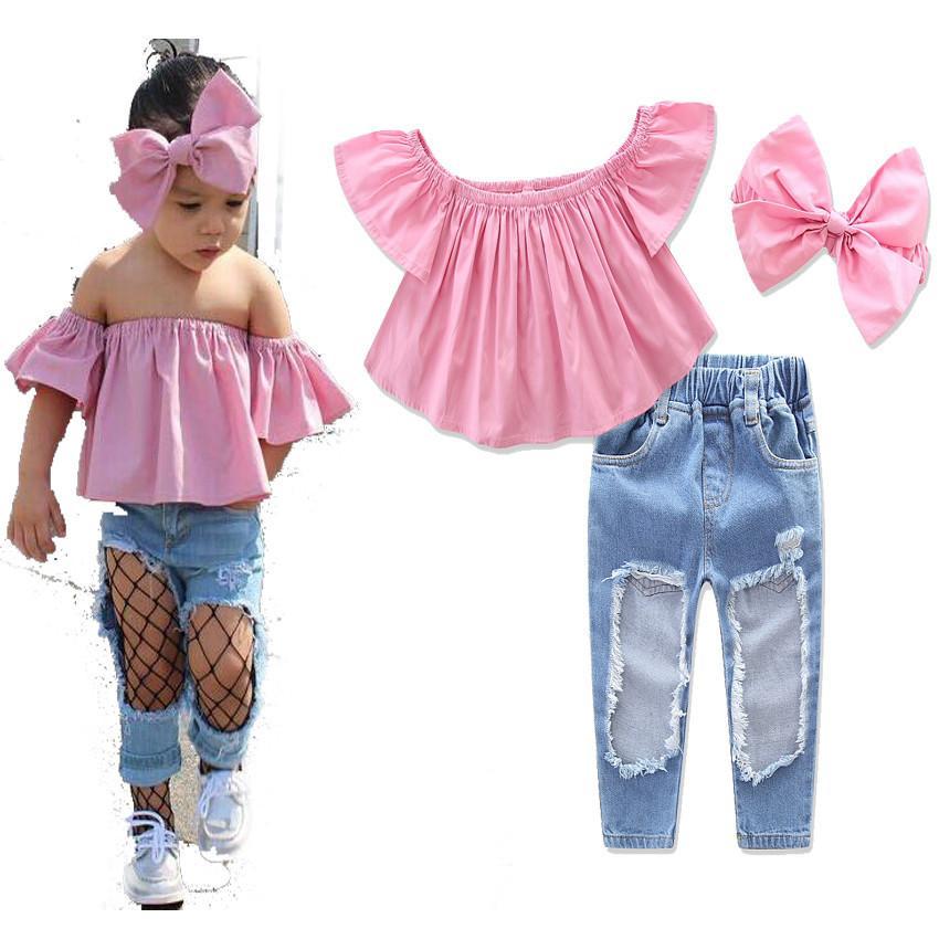 05f33b531 Compre Conjuntos De Roupas De Bebê Criança Moda Europeia 2017 1 6 Anos De  Idade Meninas Rosa Verão Fora Do Ombro Top + Buraco Calças Jeans + Headband  ...